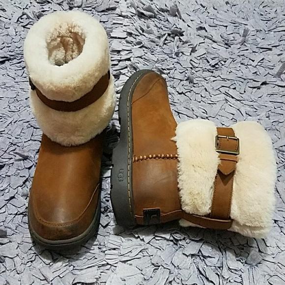 UGG Shoes   Leather Boot Sheepskin Cuffed Womens Size 9 ...